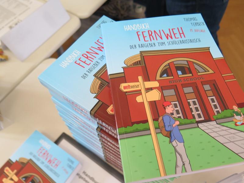 Bücherstapel Handbuch Fernweh