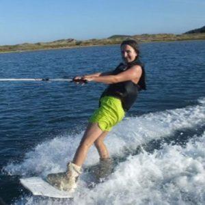 Mädchen beim Waveboarden