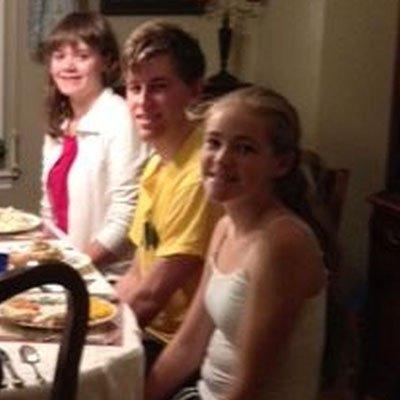 weltweiser · Schülerin beim Dinner mit Gastfamilie