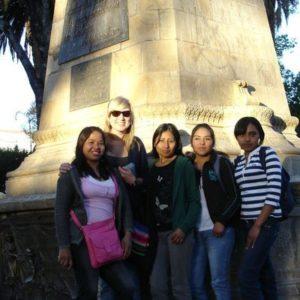 weltweiser · Freiwillige mit Schülern beim Ausflug