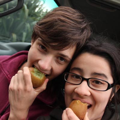 weltweiser · Neuseeländische Kiwis essen