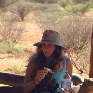 ein Mädchen im australischen Outback