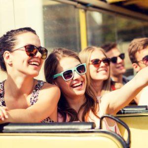 Jugendliche im Bus