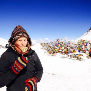 Junge Erwachsene in den Bergen Nepals