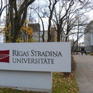 Eingang der Rigas Stradina Universität in Lettland